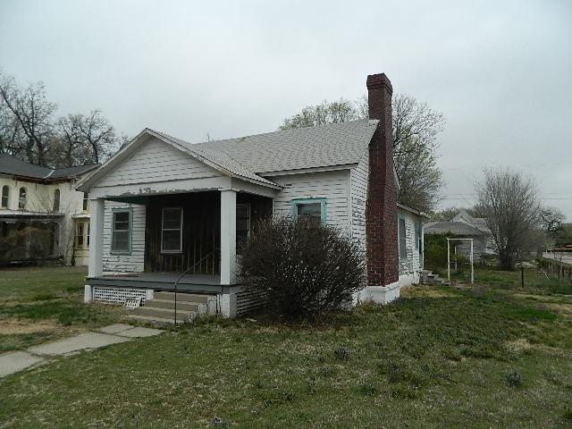318 E 8th Ave, Winfield, KS 67156 (MLS #551615) :: Wichita Real Estate Connection