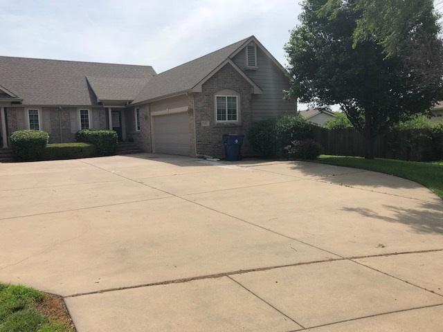 1106 N Fontenelle Dr, Derby, KS 67037 (MLS #553284) :: On The Move