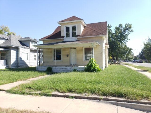 501 E 6TH AVE, Hutchinson, KS 67501 (MLS #557365) :: Select Homes - Team Real Estate