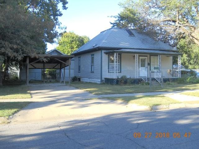 820 E 12th, Winfield, KS 67156 (MLS #557748) :: On The Move