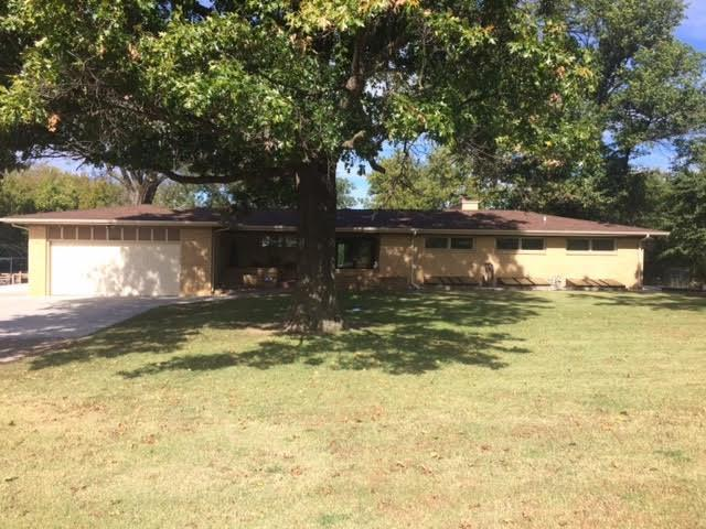 10624 W Lynndale St, Wichita, KS 67209 (MLS #558479) :: Select Homes - Team Real Estate