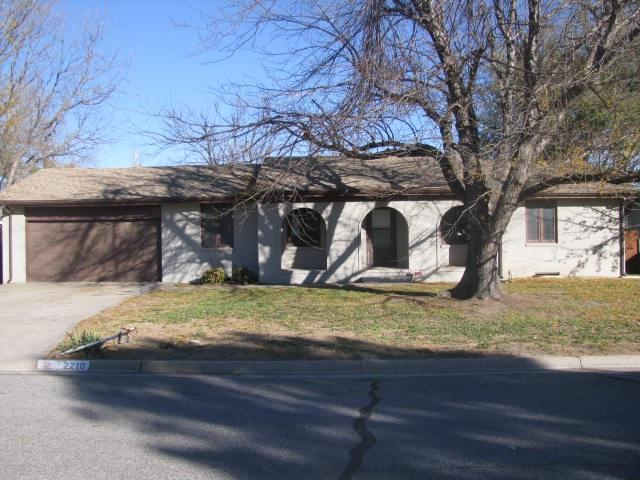 2210 Woodrow Ave, Dodge City, KS 67801 (MLS #559275) :: On The Move