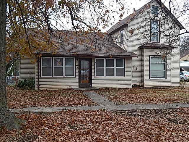 313 N Biddle St, Moline, KS 67353 (MLS #559796) :: On The Move