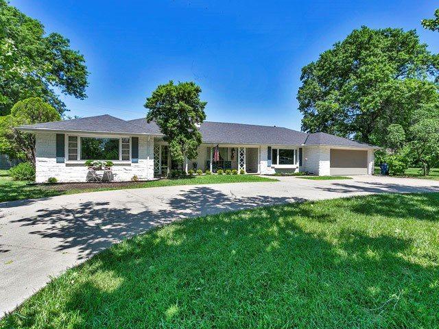 35 S Hampton Rd, Eastborough, KS 67207 (MLS #560686) :: Wichita Real Estate Connection