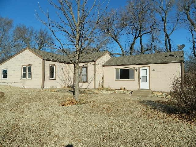 523 Broad, Winfield, KS 61756 (MLS #562005) :: Wichita Real Estate Connection