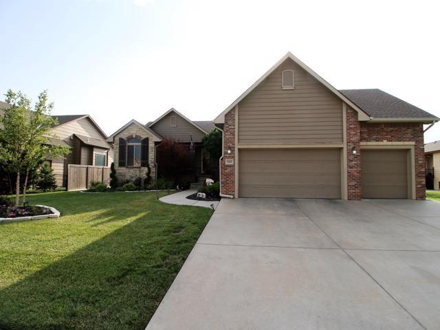 2403 N Flutter Ln, Wichita, KS 67228 (MLS #562325) :: On The Move