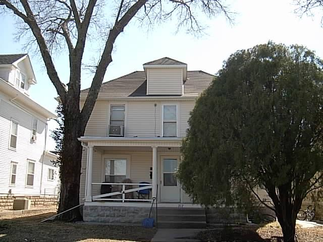 217 E 11th Ave, Winfield, KS 67156 (MLS #562409) :: Preister and Partners | Keller Williams Hometown Partners