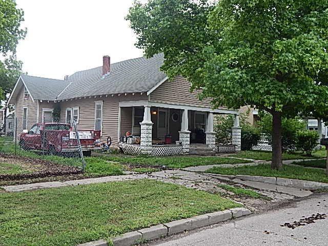 612 Manning St, Winfield, KS 67156 (MLS #562416) :: On The Move