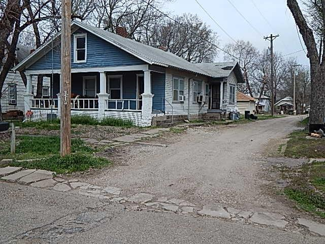 412 W 10th Ave, Winfield, KS 67156 (MLS #564662) :: On The Move