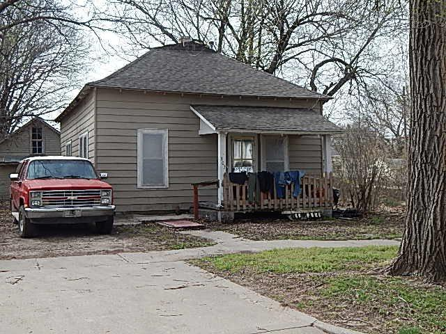 703 E 6th Ave, Winfield, KS 67156 (MLS #564728) :: Lange Real Estate