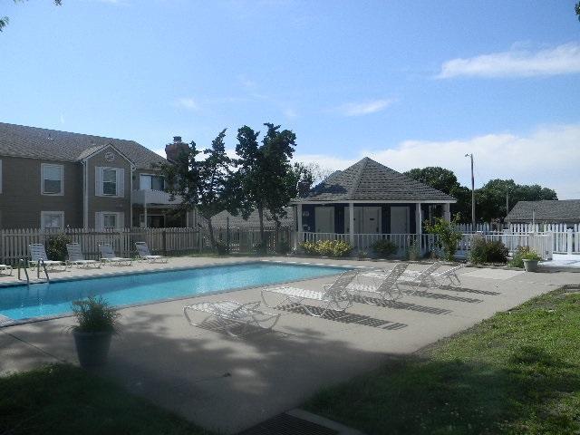 1717 S Cypress, Wichita, KS 67207 (MLS #567902) :: On The Move