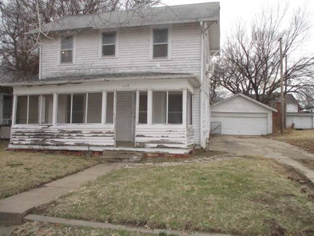 609 S B St, Arkansas City, KS 67005 (MLS #576377) :: On The Move