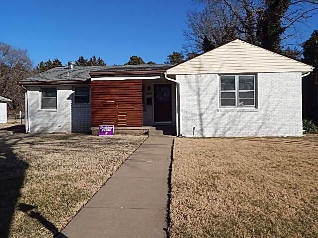 814 College St, Winfield, KS 67156 (MLS #576755) :: Pinnacle Realty Group