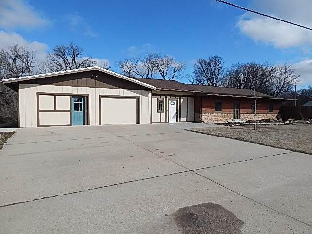 2108 W 14th Ave, Winfield, KS 67156 (MLS #577970) :: Lange Real Estate