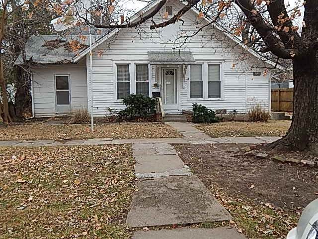 1205 E 8th Ave, Winfield, KS 67156 (MLS #578805) :: On The Move