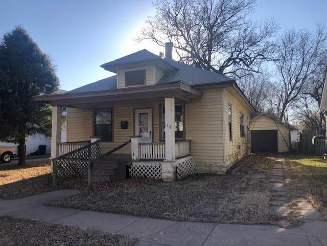 1317 Hackney St, Winfield, KS 67156 (MLS #578858) :: On The Move