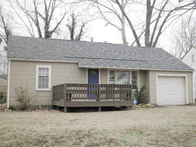 419 E 16th Ave, Winfield, KS 67156 (MLS #579388) :: On The Move
