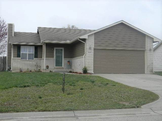 1302 E Hurley, Haysville, KS 67060 (MLS #579585) :: Lange Real Estate