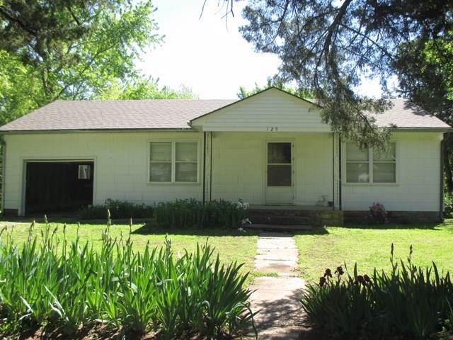 129 S Oak, Howard, KS 67349 (MLS #580561) :: Lange Real Estate