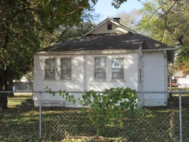 1055 S Roosevelt St, Wichita, KS 67218 (MLS #580966) :: Graham Realtors