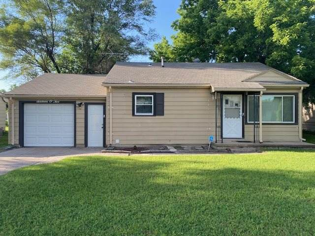 1602 E 8th Street, Newton, KS 67114 (MLS #582234) :: Kirk Short's Wichita Home Team
