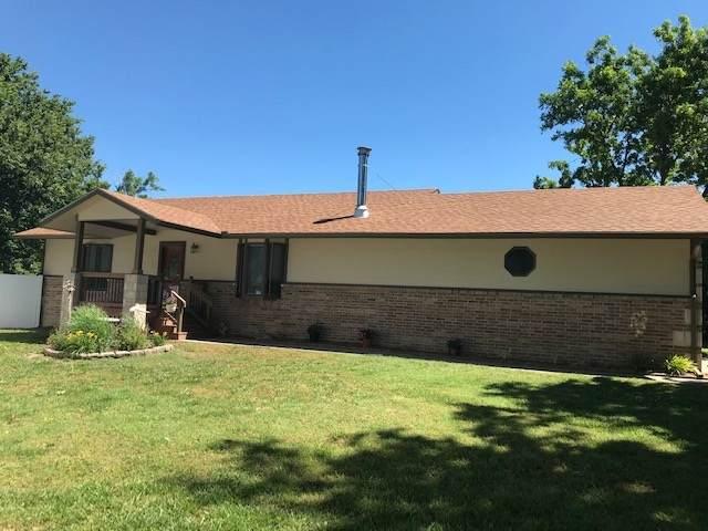 720 E 2ND ST, Newton, KS 67114 (MLS #582336) :: Kirk Short's Wichita Home Team