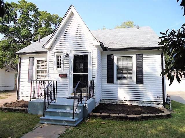 147 S Clarence St, Wichita, KS 67213 (MLS #586762) :: Keller Williams Hometown Partners