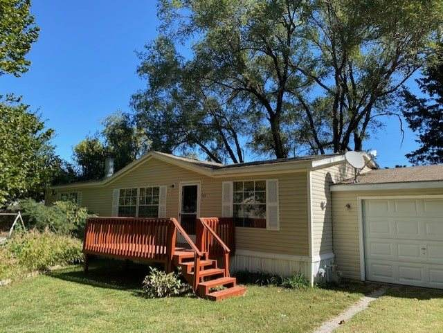 408 N Sumner St, Belle Plaine, KS 67013 (MLS #587373) :: On The Move