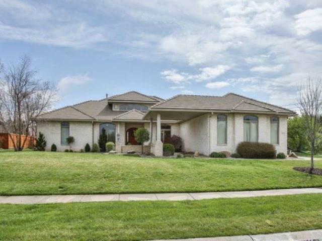 1802 N Red Brush St, Wichita, KS 67206 (MLS #588944) :: Jamey & Liz Blubaugh Realtors