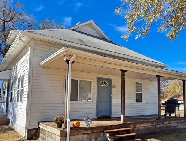 201 N Collingwood St, Pretty Prairie, KS 67570 (MLS #589376) :: On The Move