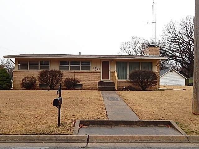 1721 Weile St, Winfield, KS 67156 (MLS #592917) :: Pinnacle Realty Group