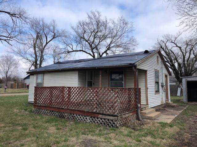 1010 Payton, Newton, KS 67114 (MLS #593637) :: Kirk Short's Wichita Home Team