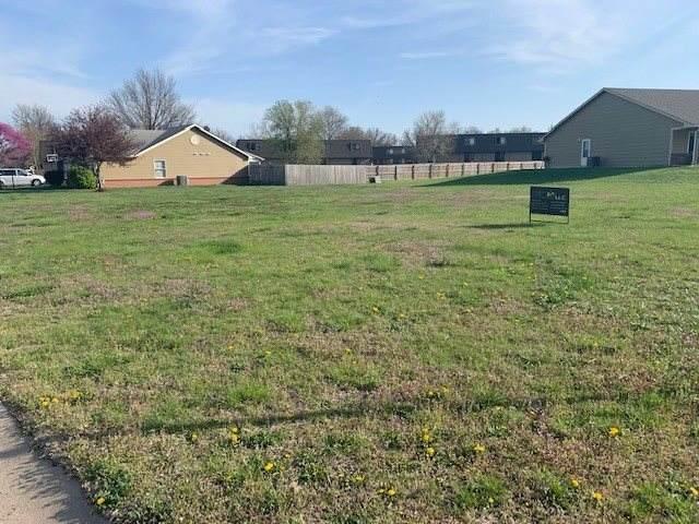 1115 N Boyd Ave, Newton, KS 67114 (MLS #594195) :: Kirk Short's Wichita Home Team