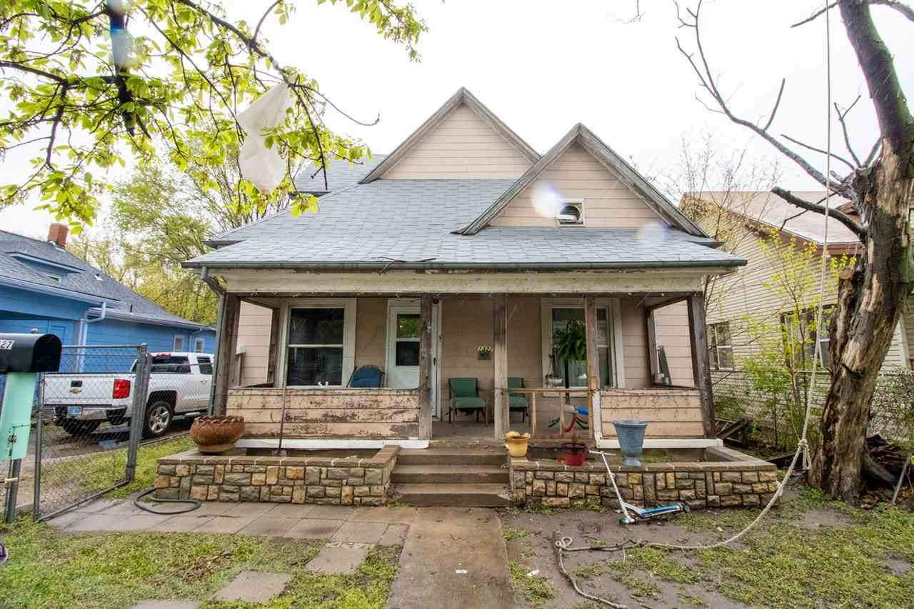 1327 Waco Ave - Photo 1