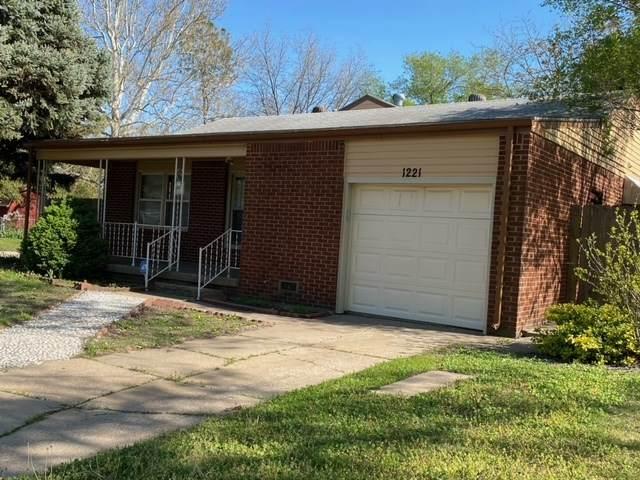 1221 E Jump St, Wichita, KS 67216 (MLS #595175) :: COSH Real Estate Services