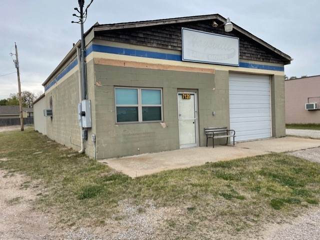 7135 S Broadway Ave, Haysville, KS 67060 (MLS #595289) :: The Boulevard Group