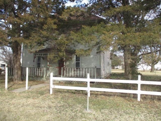 202 S Washington Ave, Burns, KS 66840 (MLS #595378) :: Kirk Short's Wichita Home Team