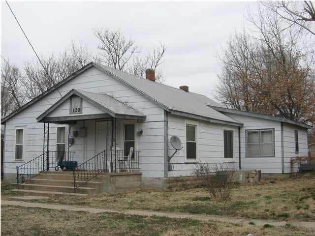 120 Minnesota St, Winfield, KS 67156 (MLS #596261) :: Kirk Short's Wichita Home Team