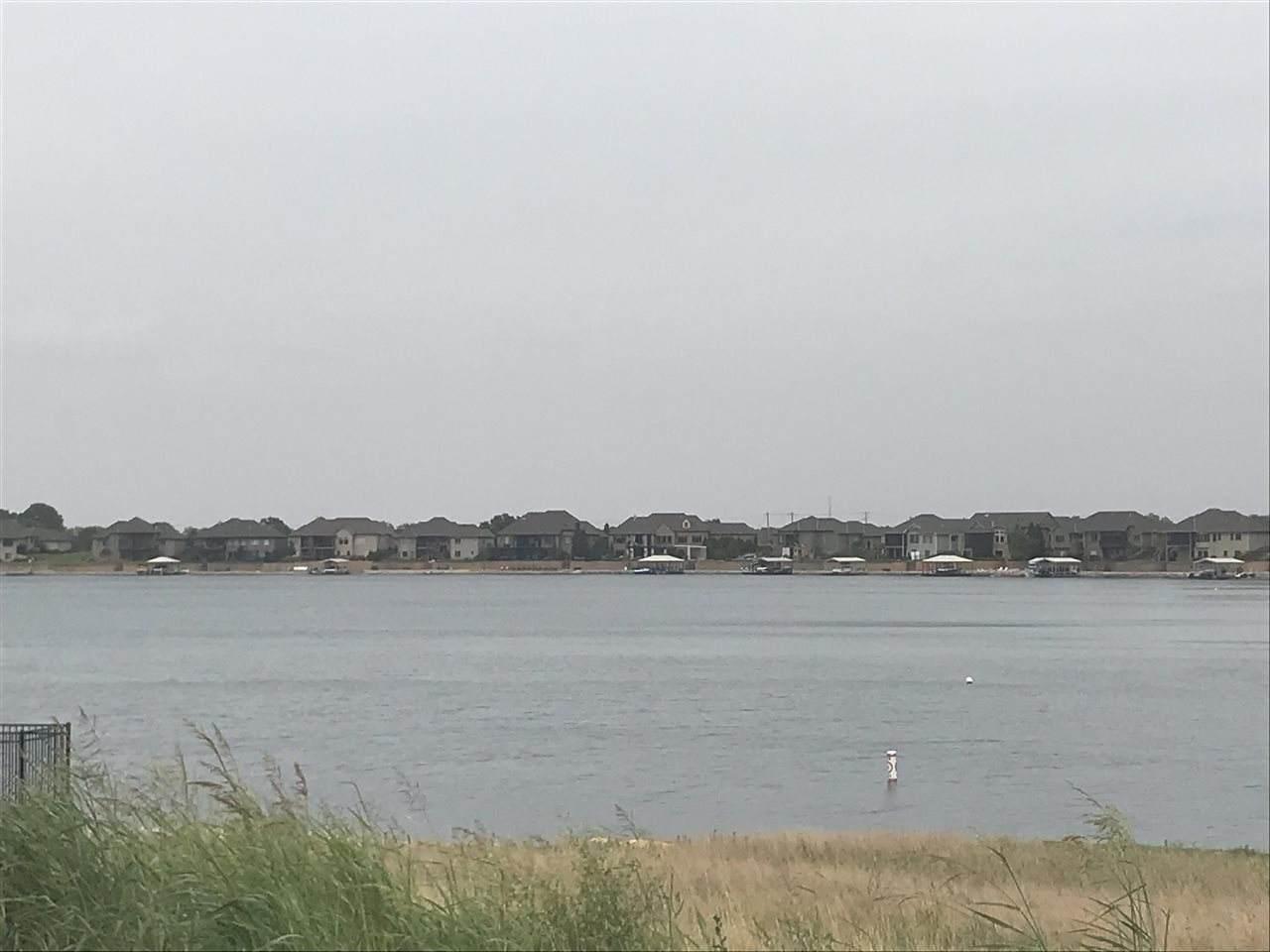 4524 Shoreline Cir - Photo 1