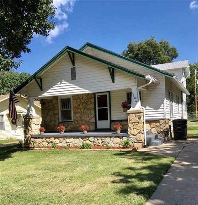 1206 N 4th Street, Arkansas City, KS 67005 (MLS #599665) :: Kirk Short's Wichita Home Team