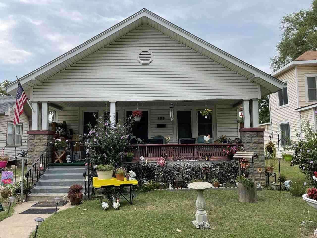 612 11th Ave - Photo 1
