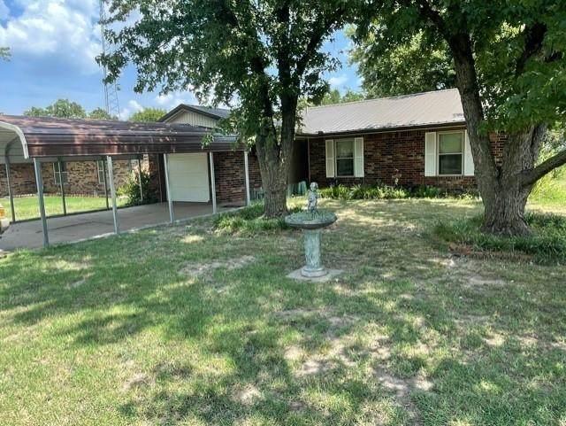 602 N Magnolia, Newkirk, OK 74647 (MLS #601598) :: Kirk Short's Wichita Home Team