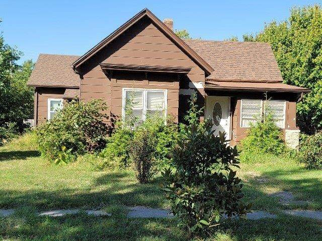 1021 Stewart St, Winfield, KS 67156 (MLS #602615) :: Kirk Short's Wichita Home Team