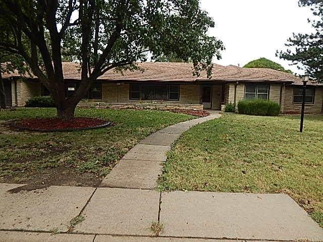 1710 E 10th Ave, Winfield, KS 67156 (MLS #602771) :: Graham Realtors