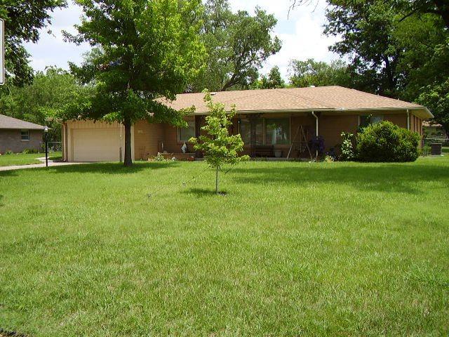 1320 S Pine, Newton, KS 67114 (MLS #547988) :: Better Homes and Gardens Real Estate Alliance