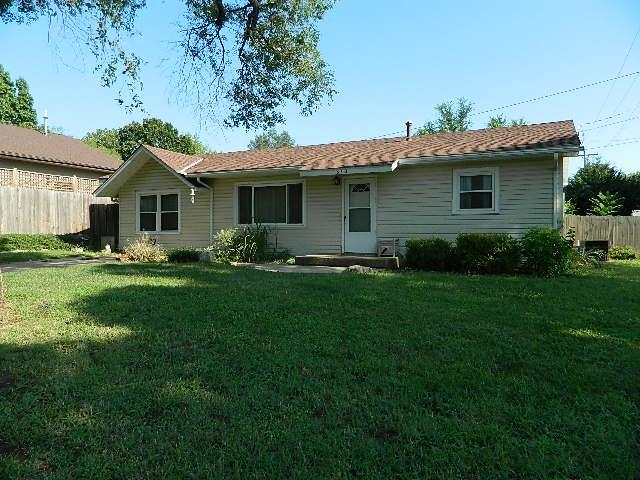 1810 Ames, Winfield, KS 67156 (MLS #554742) :: On The Move