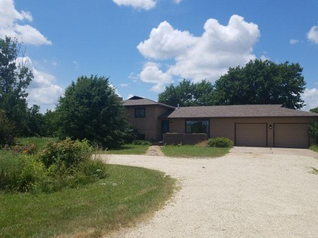 3211 SW Hunter Rd, Towanda, KS 67144 (MLS #569044) :: On The Move