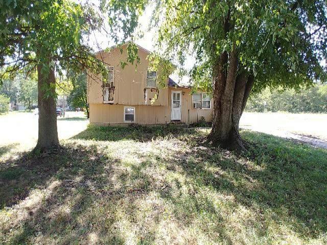1809 Marsha Ln, Wamego, KS 66547 (MLS #575096) :: On The Move