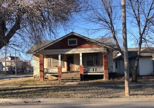 302 E 12TH AVE, Winfield, KS 67156 (MLS #578857) :: On The Move