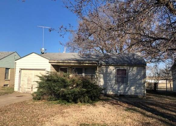 1720 Poplar St, Winfield, KS 67156 (MLS #578861) :: On The Move